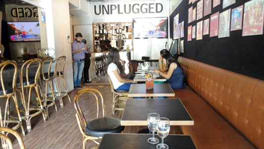 Unplugged Cafe n Grill, Gulbai Tekra