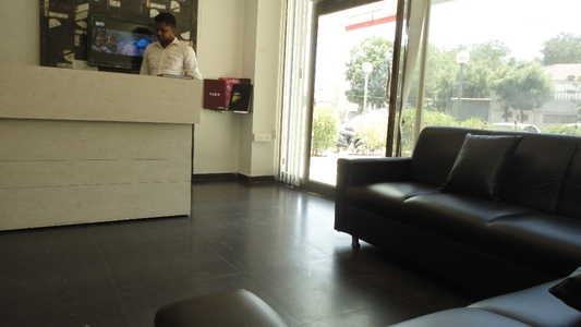 F4U The Unisex Salon, Memnagar