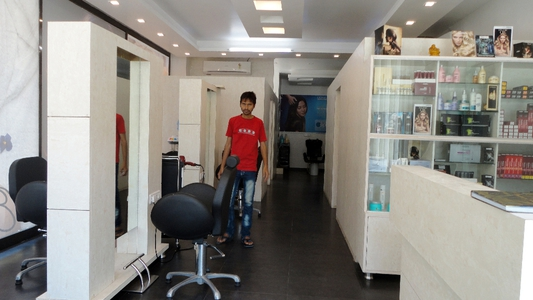F4U The Unisex Salon