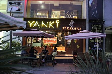 Yanki Syzzlers, Thaltej