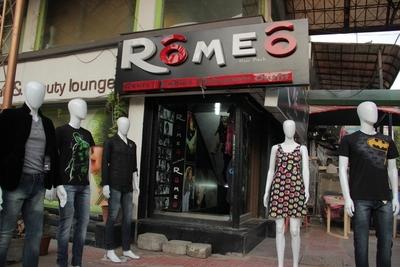 Romeo Hiss Back