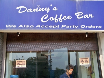 Danny's Coffee Bar, Sola