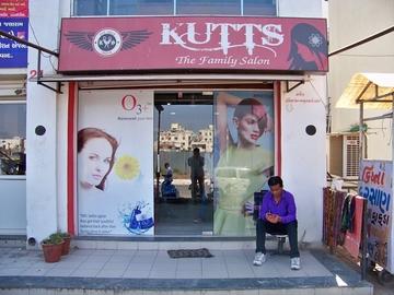 Kutts-The Family Salon
